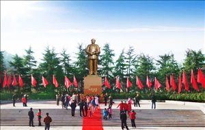 毛主席铜像广场